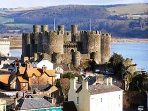 Población de Conwy y su castillo