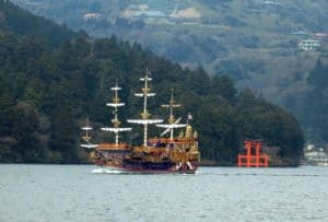 Barco en lago Hakone