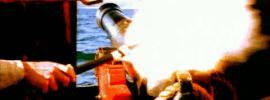 Disparo de cañón de barco, tras encender la mecha