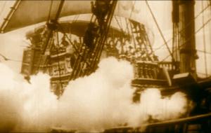 andanada de cañonazos desde un barco con su humareda