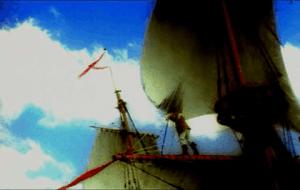 Velas de un buque navegando