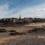 Vista de la costa de Saint Malo en Francia