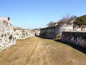 Fosos del Castillo de San Carlos de la Cabaña