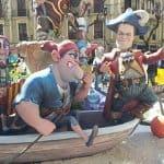 Escultura de piratas en las fallas de Valencia