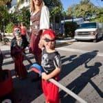 Familia disfrazada de piratas