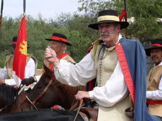 Soldados españoles a caballo