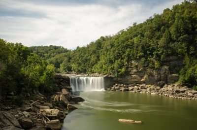 Paisaje de Estado de Kentucky. cascada