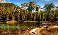 Paisaje de Estado de Dakota del Sur, rio y montañas