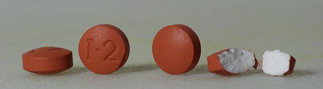Pastillas de Ibuprofeno con diseño molecular de Antonio Ribera Blancafort