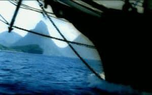 Nave anclad en unas islas