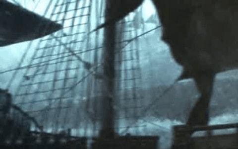 Barco en medio de una tormenta