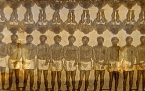 Esclavos africanos amontonados