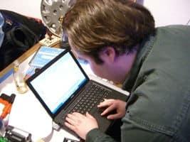 Hacker con su ordenador