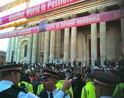 Protesta ante la Bolsa y la City de Londres