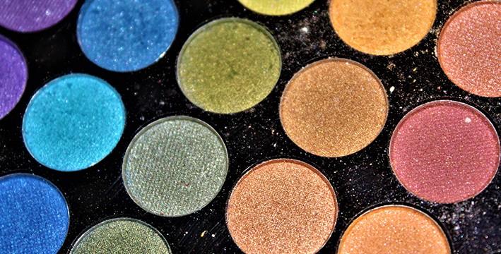 Maquillaje con los tarros de,colores